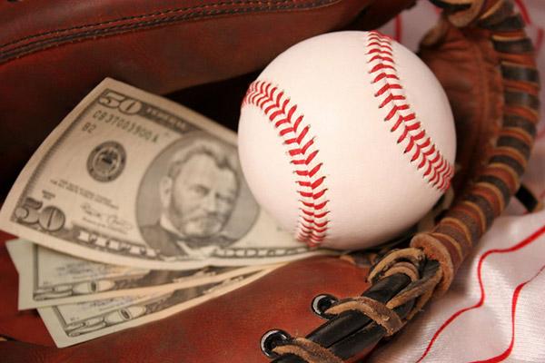 野球 お金